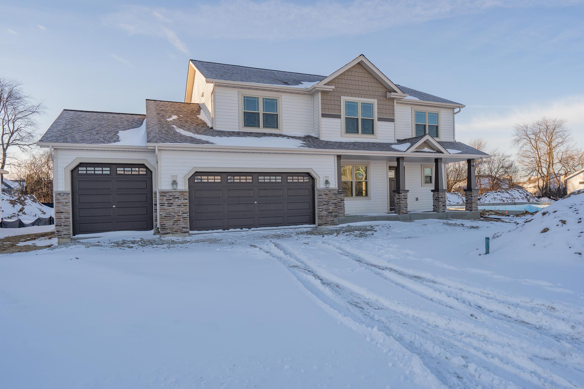 265 Silver Lake Trl, Oconomowoc, Wisconsin 53066, 4 Bedrooms Bedrooms, 9 Rooms Rooms,2 BathroomsBathrooms,Single-Family,For Sale,Silver Lake Trl,1612280