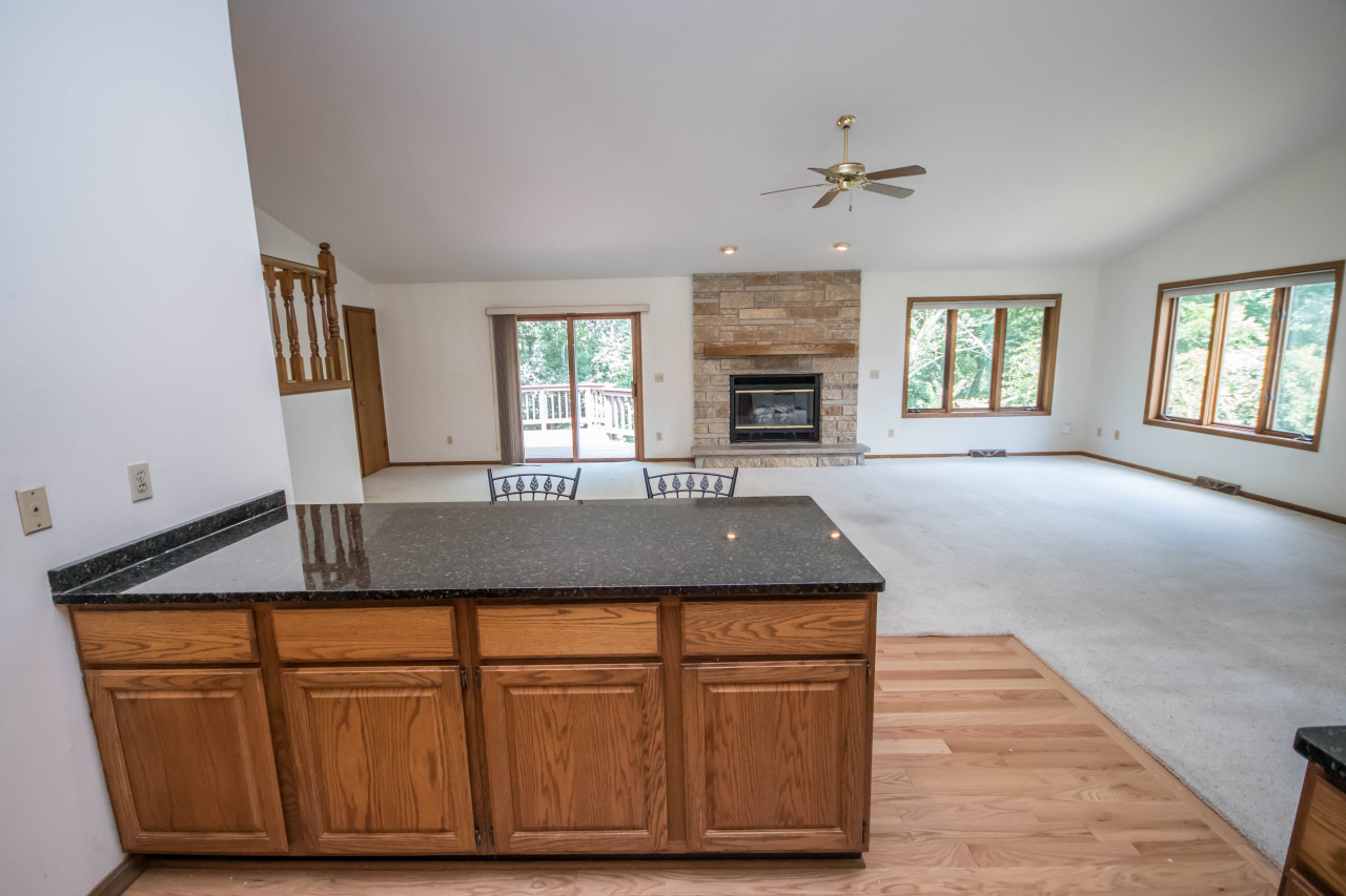 2814 Lincolnshire Ct, Waukesha, Wisconsin 53188, 4 Bedrooms Bedrooms, 8 Rooms Rooms,3 BathroomsBathrooms,Single-Family,For Sale,Lincolnshire Ct,1618228