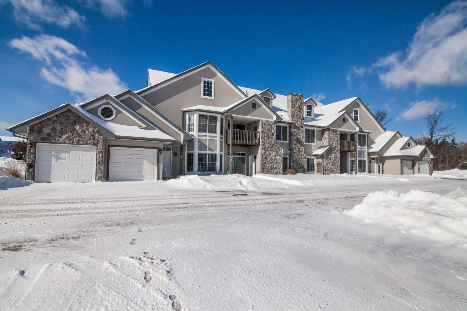N30W23027 Pine View Cir, Pewaukee, Wisconsin 53072, 2 Bedrooms Bedrooms, 5 Rooms Rooms,2 BathroomsBathrooms,Condominiums,For Sale,Pine View Cir,1,1621389