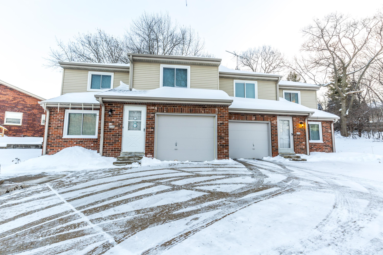 2528 Pebble Valley Rd, Waukesha, Wisconsin 53188, 3 Bedrooms Bedrooms, 5 Rooms Rooms,1 BathroomBathrooms,Two-Family,For Sale,Pebble Valley Rd,1,1621437