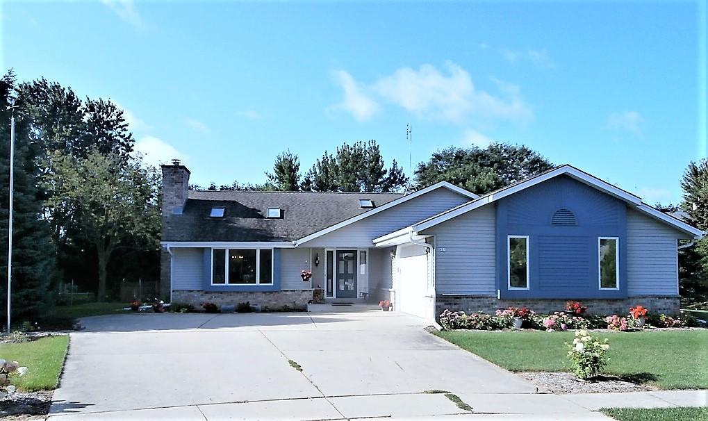 651 Seville Ct, Oconomowoc, Wisconsin 53066, 3 Bedrooms Bedrooms, 7 Rooms Rooms,2 BathroomsBathrooms,Single-Family,For Sale,Seville Ct,1621378