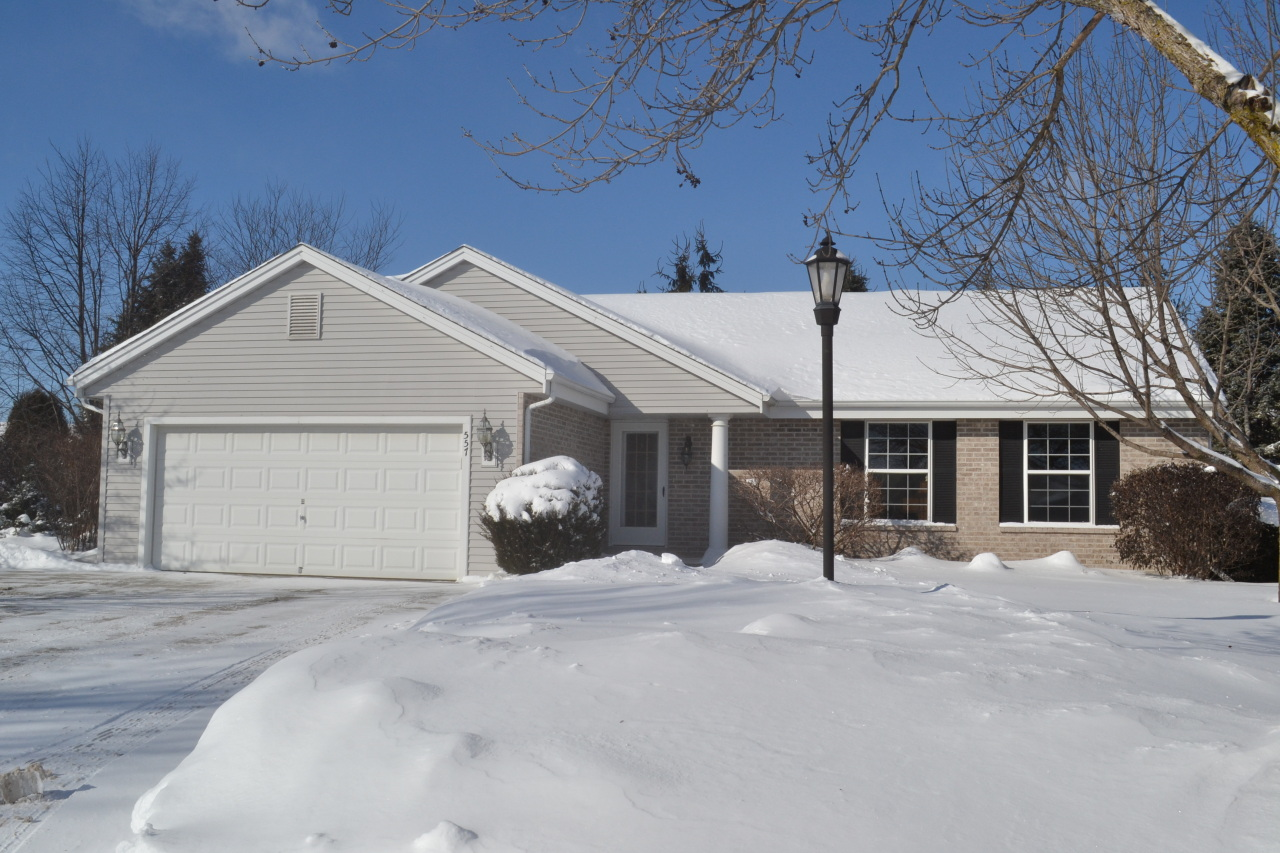 557 River Bend Ct, Pewaukee, Wisconsin 53072, 4 Bedrooms Bedrooms, 10 Rooms Rooms,3 BathroomsBathrooms,Single-Family,For Sale,River Bend Ct,1621306
