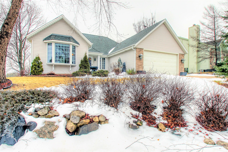 1427 Sunnyridge Rd, Pewaukee, Wisconsin 53072, 3 Bedrooms Bedrooms, ,2 BathroomsBathrooms,Single-Family,For Sale,Sunnyridge Rd,1621736