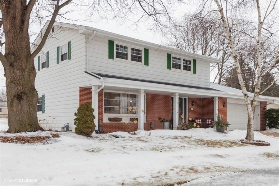 1509 Dixie Dr, Waukesha, Wisconsin 53189, 4 Bedrooms Bedrooms, 9 Rooms Rooms,2 BathroomsBathrooms,Single-Family,For Sale,Dixie Dr,1622175