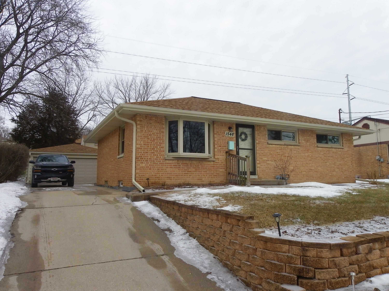 1548 Cedar Ln, Waukesha, Wisconsin 53188, 3 Bedrooms Bedrooms, 5 Rooms Rooms,1 BathroomBathrooms,Single-Family,For Sale,Cedar Ln,1622358