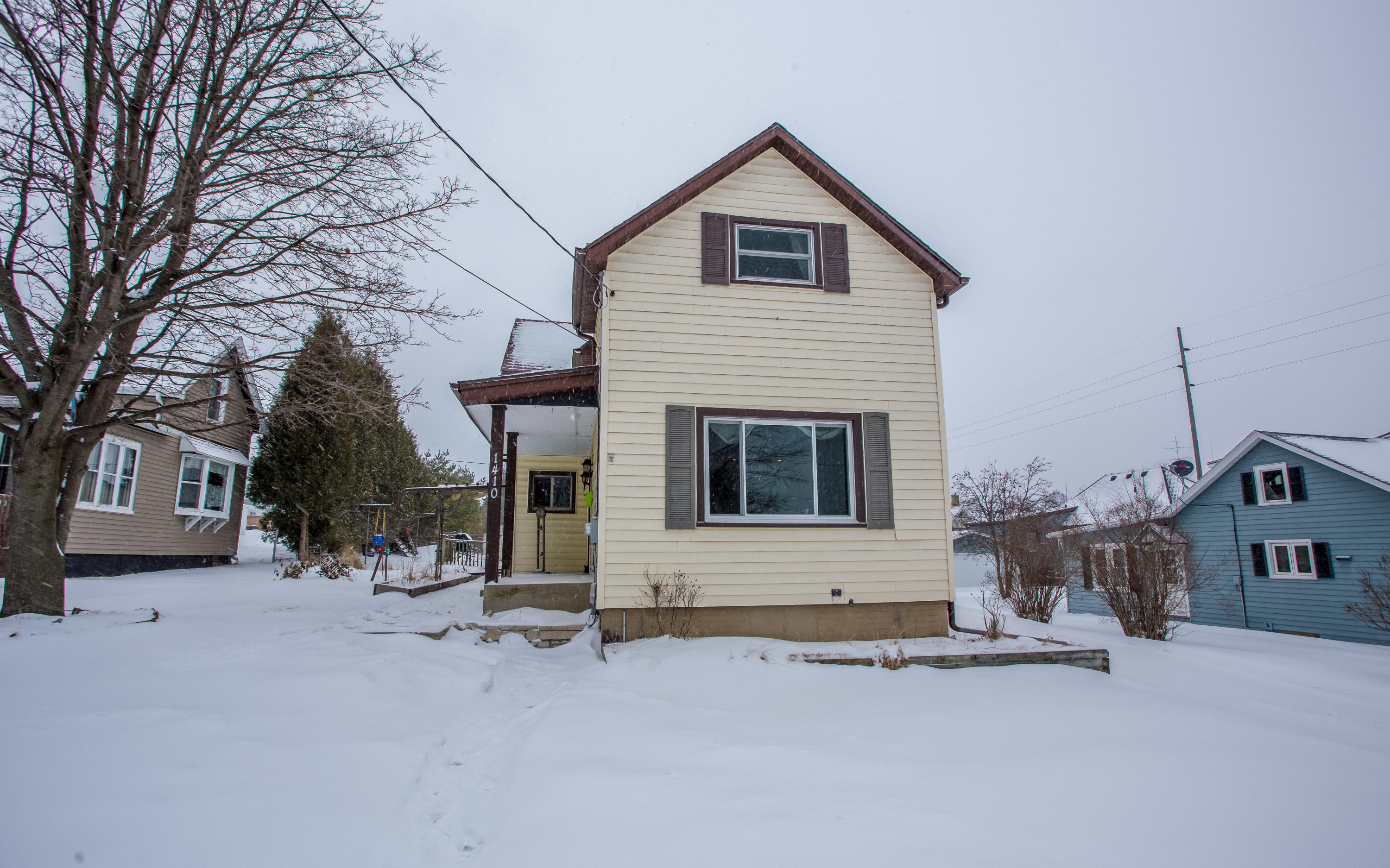1410 11th St, Manitowoc, Wisconsin 54220, 2 Bedrooms Bedrooms, 5 Rooms Rooms,2 BathroomsBathrooms,Single-Family,For Sale,11th St,1622480