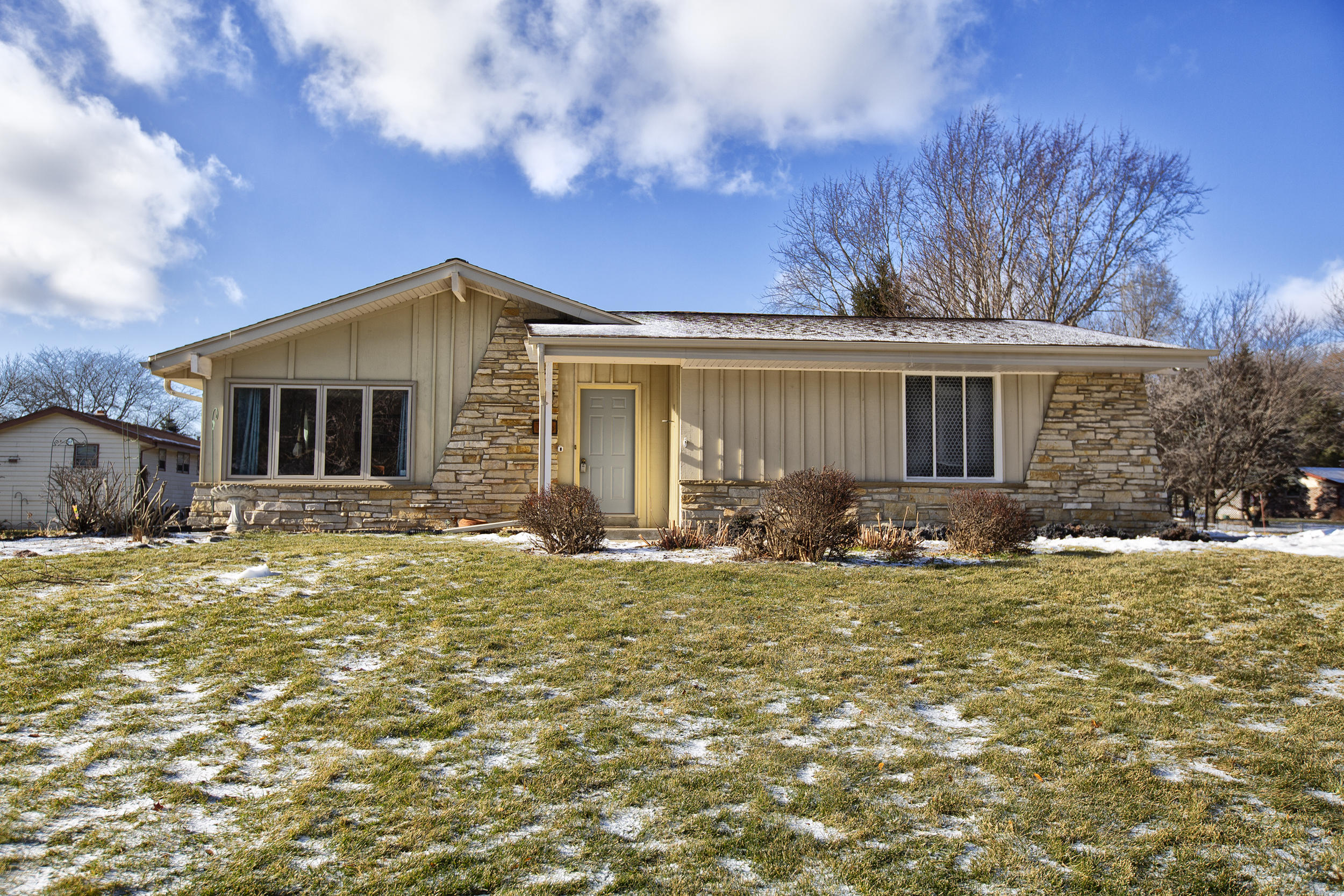 756 Imperial Dr, Hartland, Wisconsin 53029, 3 Bedrooms Bedrooms, 6 Rooms Rooms,1 BathroomBathrooms,Single-Family,For Sale,Imperial Dr,1622653