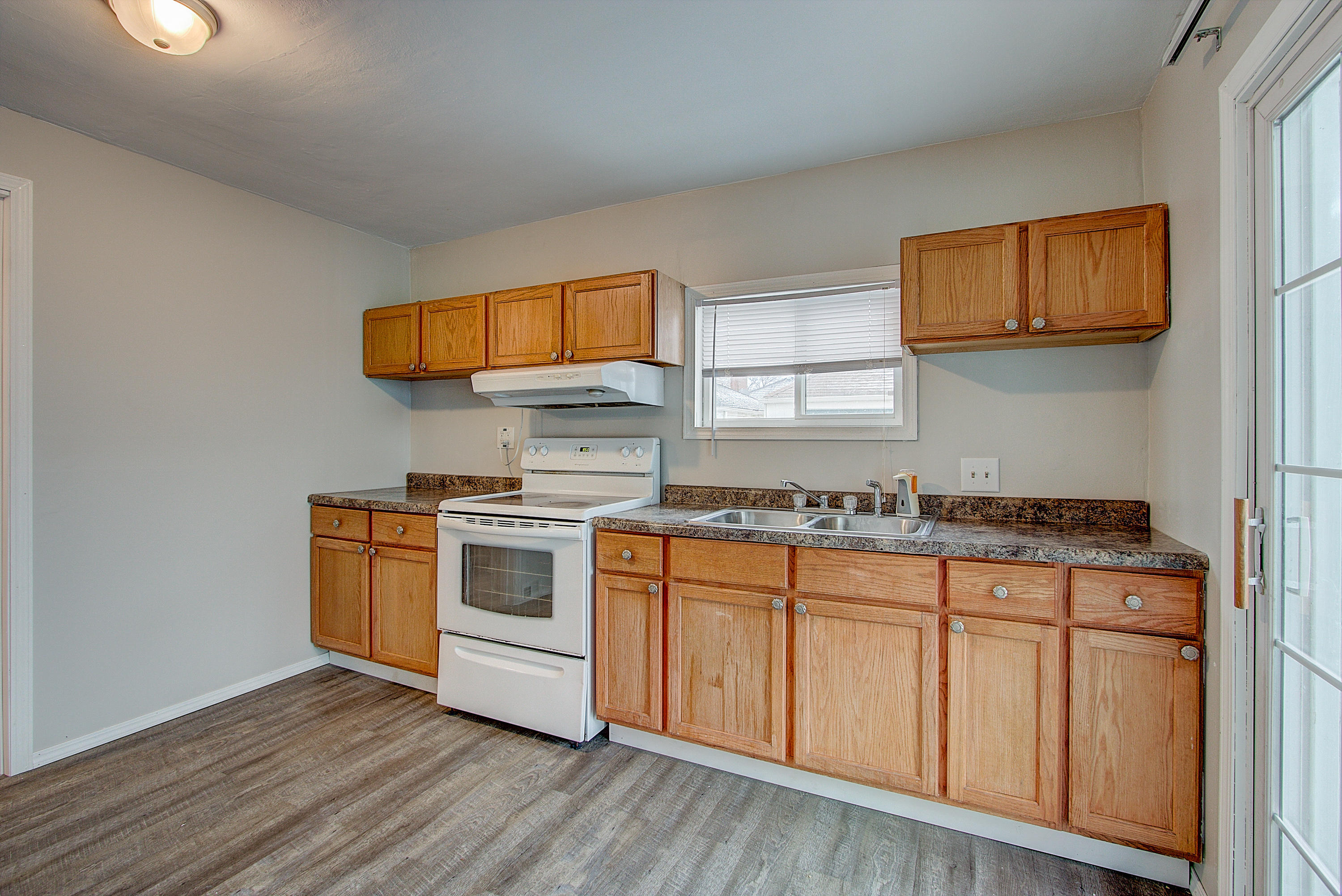 2317 Charles St, Racine, Wisconsin 53402, 2 Bedrooms Bedrooms, 5 Rooms Rooms,1 BathroomBathrooms,Single-Family,For Sale,Charles St,1622496