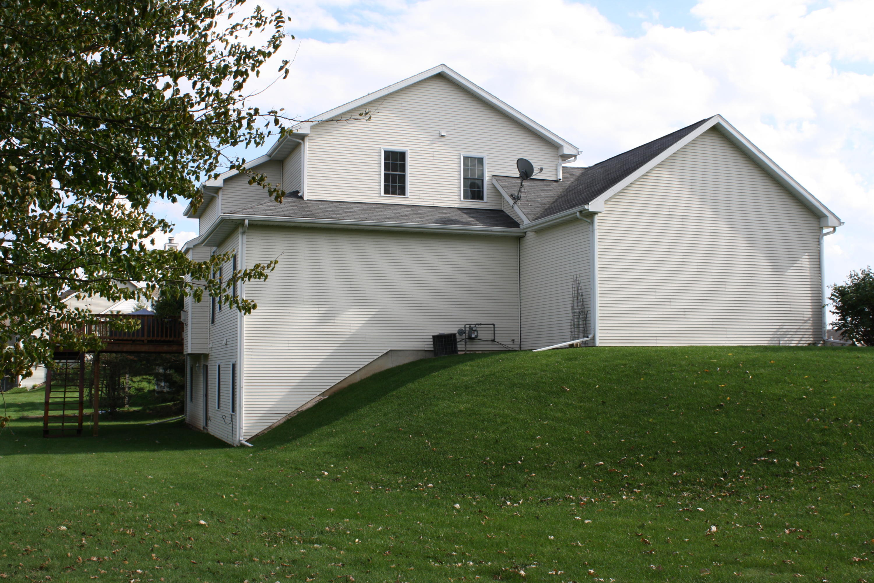 604 Waters Edge Dr, Whitewater, Wisconsin 53190, 3 Bedrooms Bedrooms, ,3 BathroomsBathrooms,Single-Family,For Sale,Waters Edge Dr,1622486
