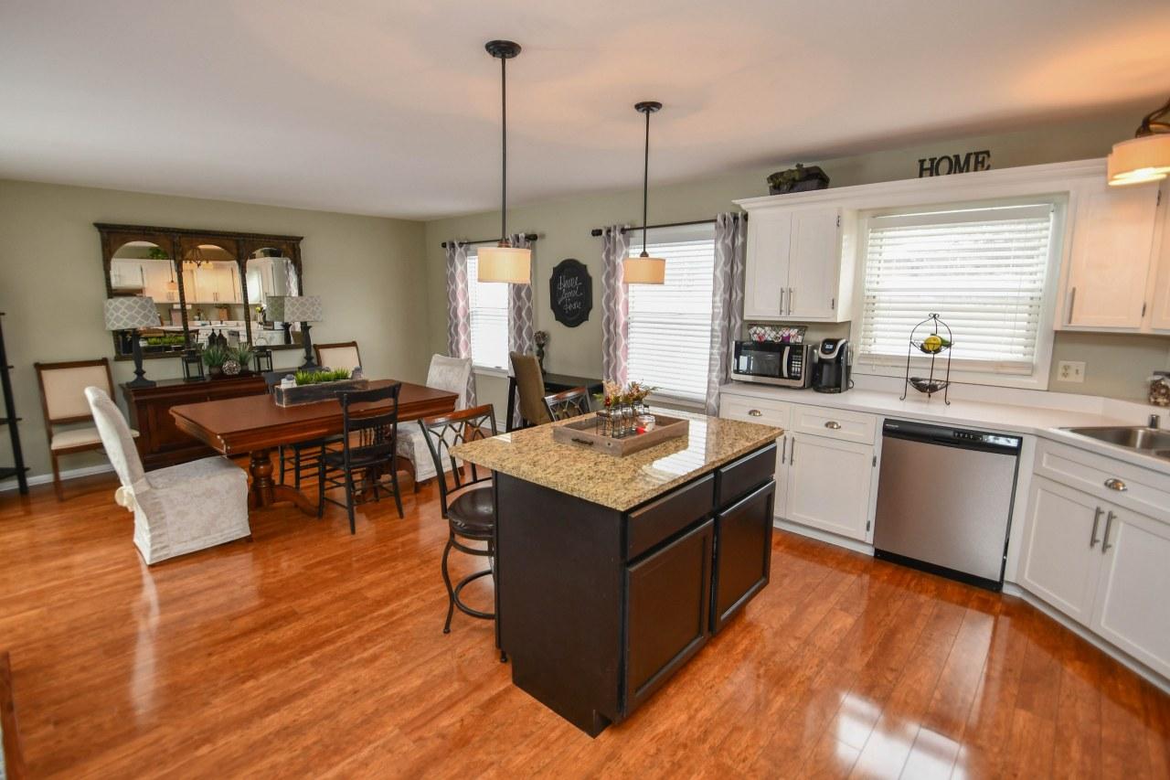 690 Thackeray Trl, Oconomowoc, Wisconsin 53066, 3 Bedrooms Bedrooms, 6 Rooms Rooms,1 BathroomBathrooms,Single-Family,For Sale,Thackeray Trl,1621921