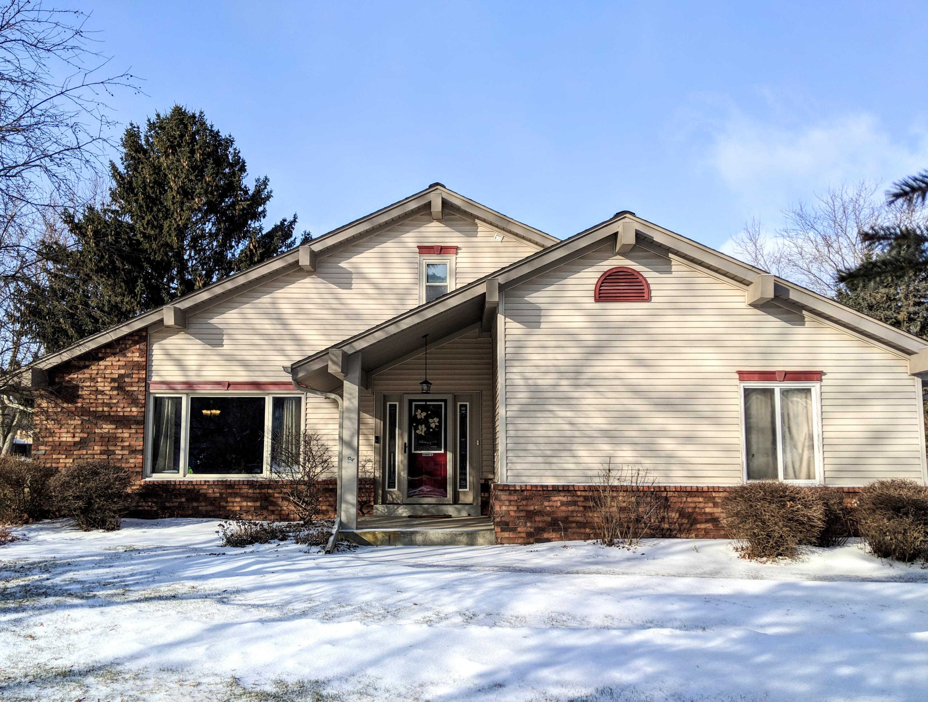 W223N2435 Glenwood Ln, Pewaukee, Wisconsin 53186, 3 Bedrooms Bedrooms, 7 Rooms Rooms,2 BathroomsBathrooms,Single-Family,For Sale,Glenwood Ln,1622533