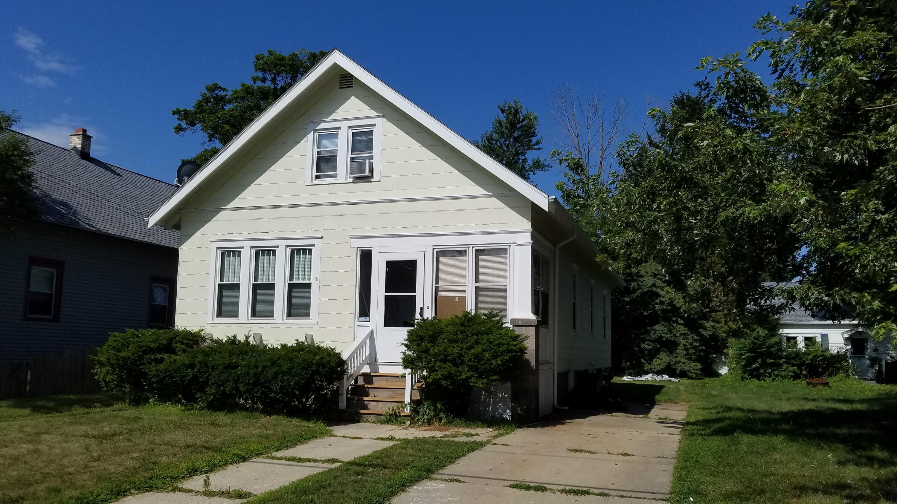 7414 16th AVE, Kenosha, Wisconsin 53143, 4 Bedrooms Bedrooms, 7 Rooms Rooms,1 BathroomBathrooms,Single-Family,For Sale,16th AVE,1622502