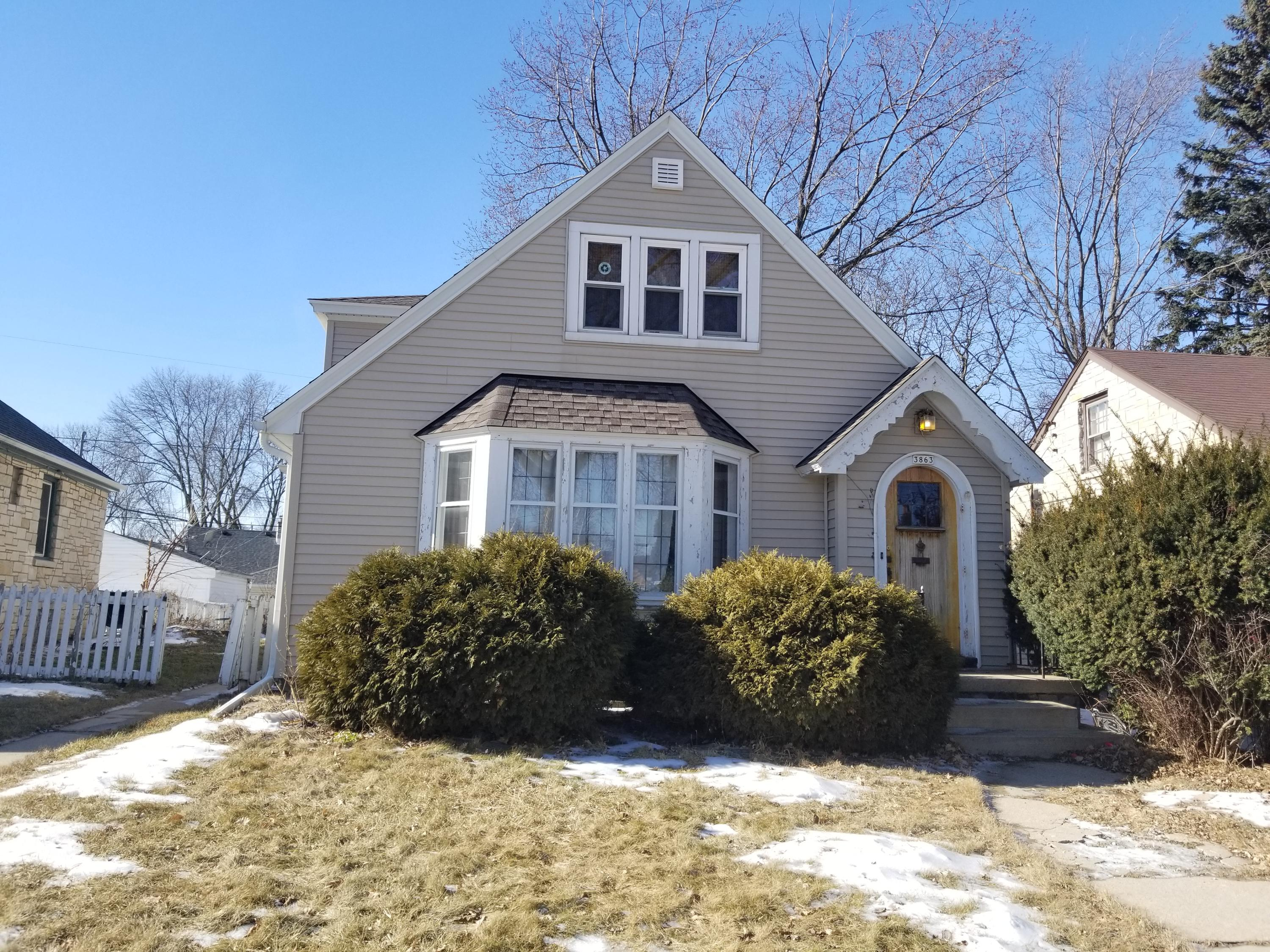 3863 55th St, Milwaukee, Wisconsin 53216, 5 Bedrooms Bedrooms, 8 Rooms Rooms,2 BathroomsBathrooms,Single-Family,For Sale,55th St,1622662
