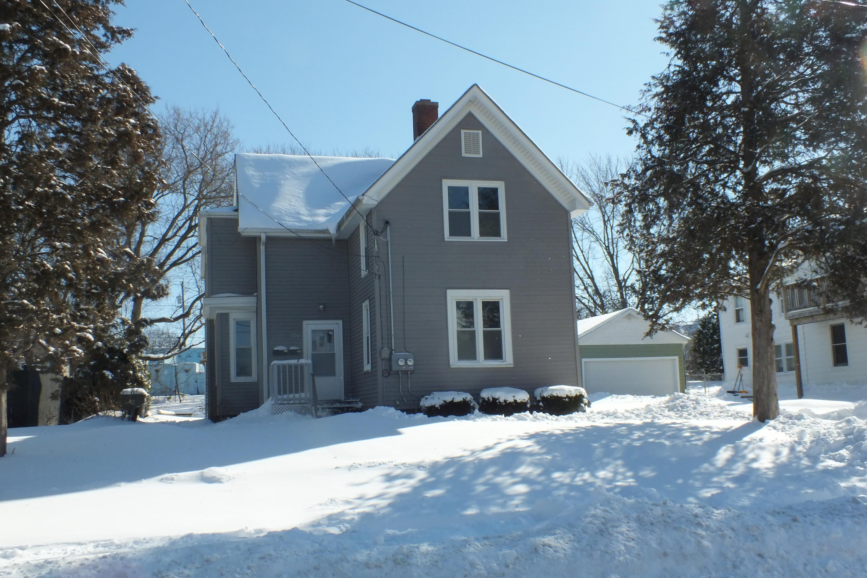 1091 Baxter St, Waukesha, Wisconsin 53186, 2 Bedrooms Bedrooms, 4 Rooms Rooms,1 BathroomBathrooms,Two-Family,For Sale,Baxter St,1,1622708