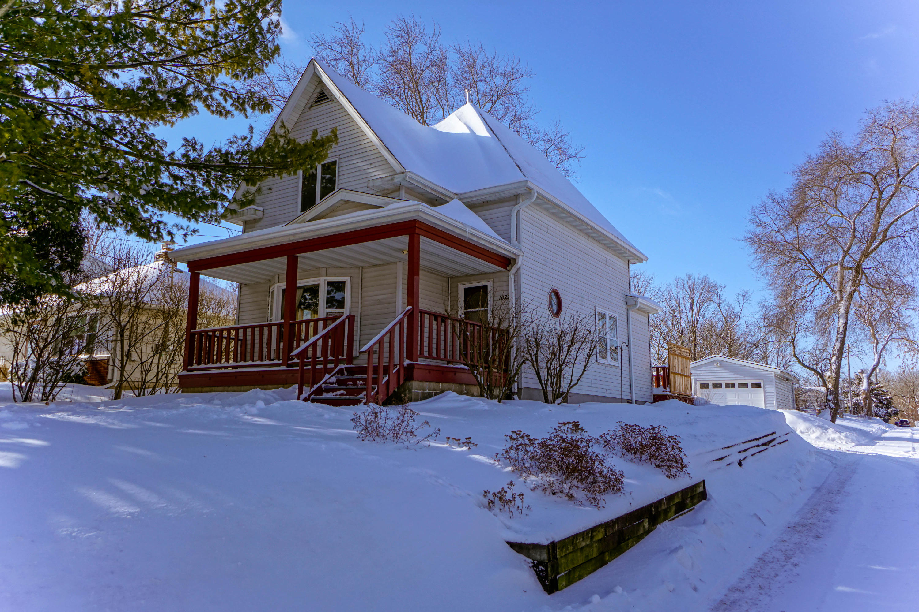 1022 Oakland Ave, Waukesha, Wisconsin 53186, 3 Bedrooms Bedrooms, 6 Rooms Rooms,1 BathroomBathrooms,Single-Family,For Sale,Oakland Ave,1622739