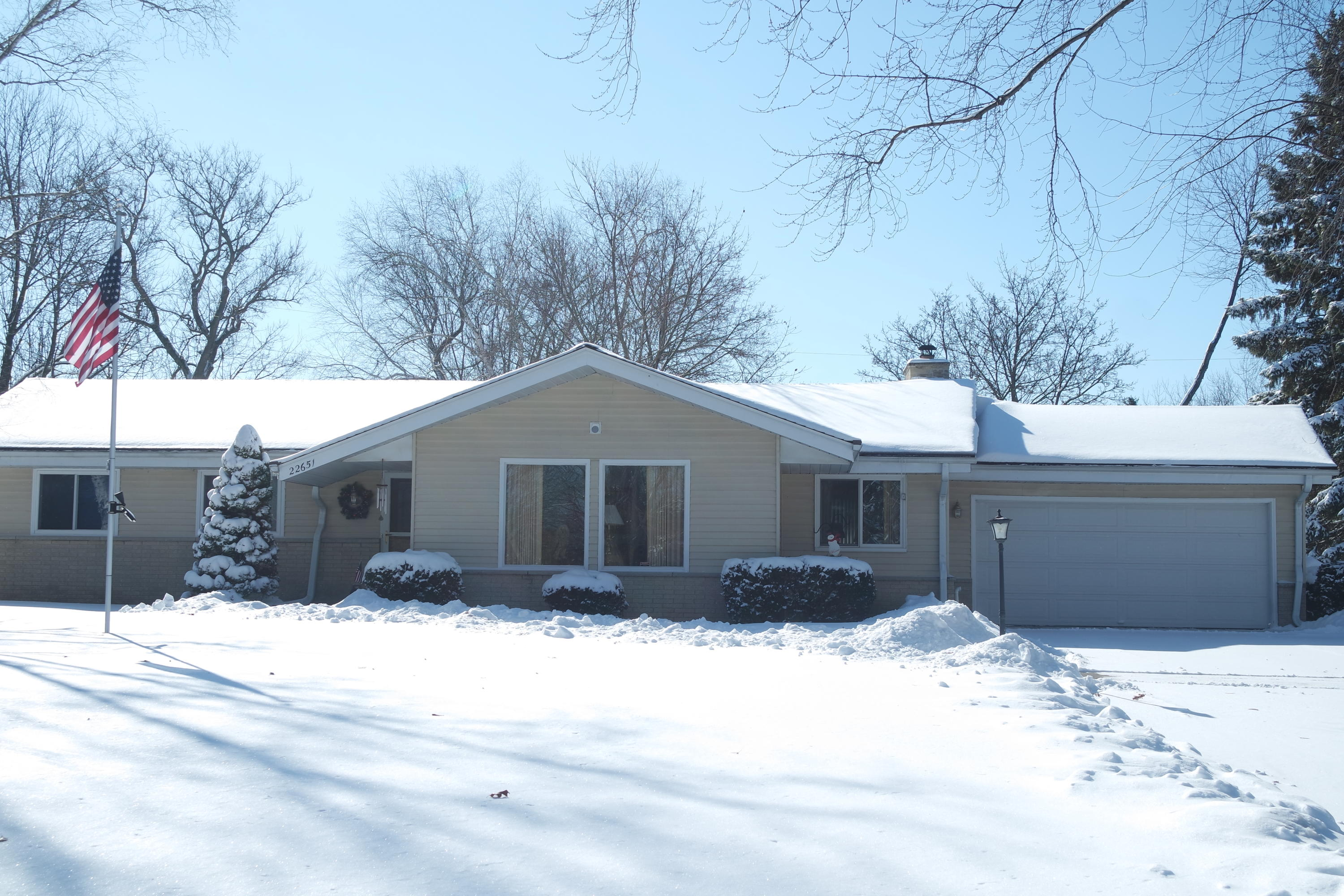 N1W22651 Takoma Dr, Pewaukee, Wisconsin 53186, 3 Bedrooms Bedrooms, ,2 BathroomsBathrooms,Single-Family,For Sale,Takoma Dr,1622776
