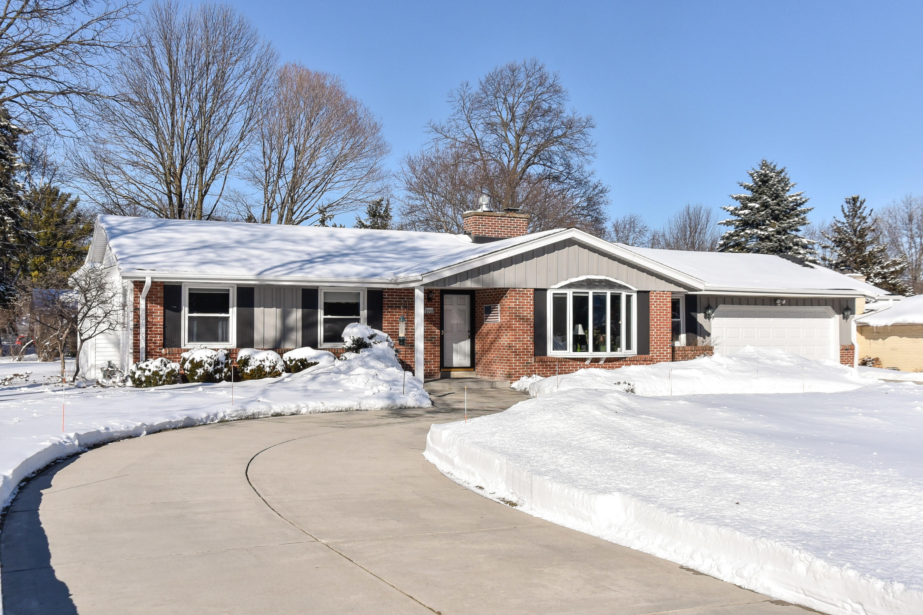 12720 Robinwood St, Brookfield, Wisconsin 53005, 3 Bedrooms Bedrooms, 8 Rooms Rooms,1 BathroomBathrooms,Single-Family,For Sale,Robinwood St,1622817
