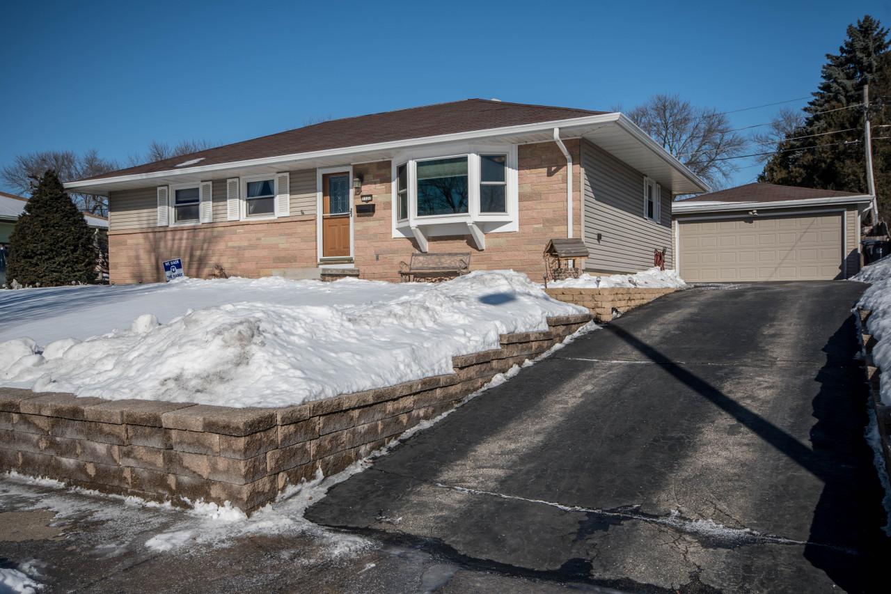 1132 Maitland Dr, Waukesha, Wisconsin 53188, 3 Bedrooms Bedrooms, 7 Rooms Rooms,2 BathroomsBathrooms,Single-Family,For Sale,Maitland Dr,1622973