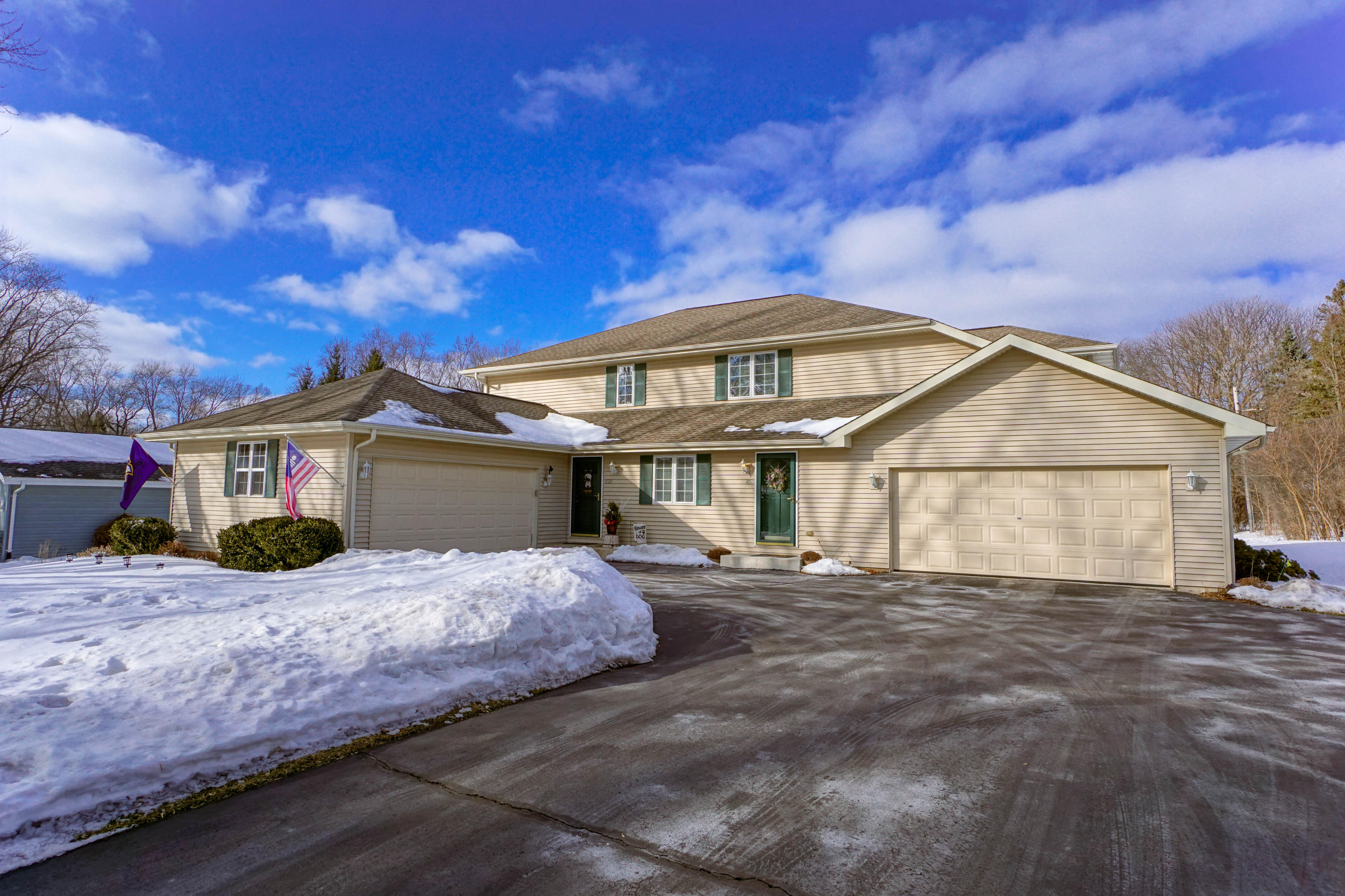 1023 Sunset Dr, Delafield, Wisconsin 53018, 3 Bedrooms Bedrooms, 8 Rooms Rooms,2 BathroomsBathrooms,Condominiums,For Sale,Sunset Dr,1,1623066