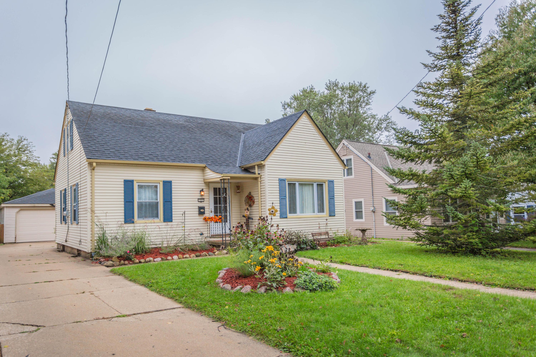 909 Michigan Ave, Waukesha, Wisconsin 53188, 4 Bedrooms Bedrooms, ,1 BathroomBathrooms,Single-Family,For Sale,Michigan Ave,1623091