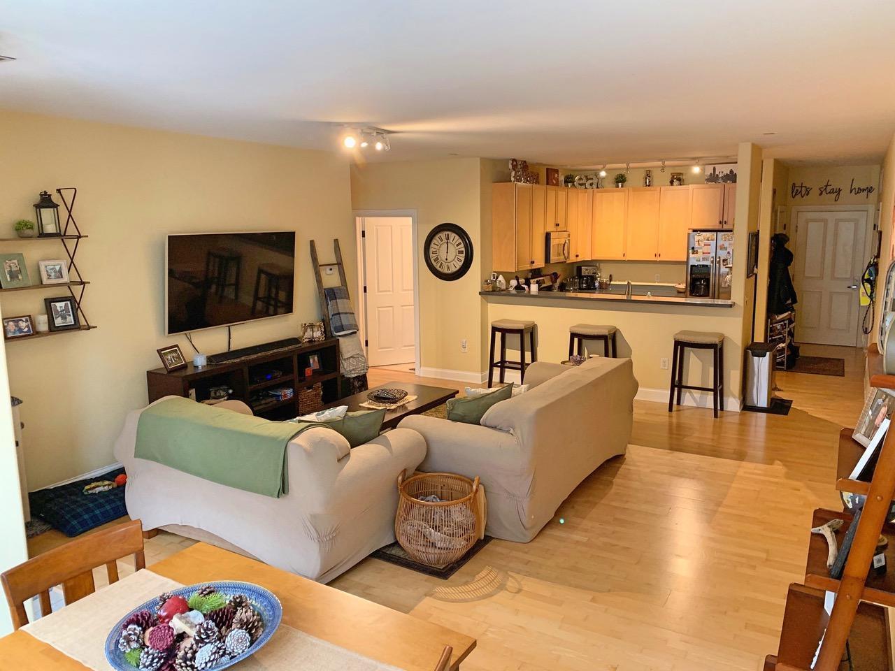 1915 Water St, Milwaukee, Wisconsin 53202, 2 Bedrooms Bedrooms, 5 Rooms Rooms,2 BathroomsBathrooms,Condominiums,For Sale,Water St,3,1623223