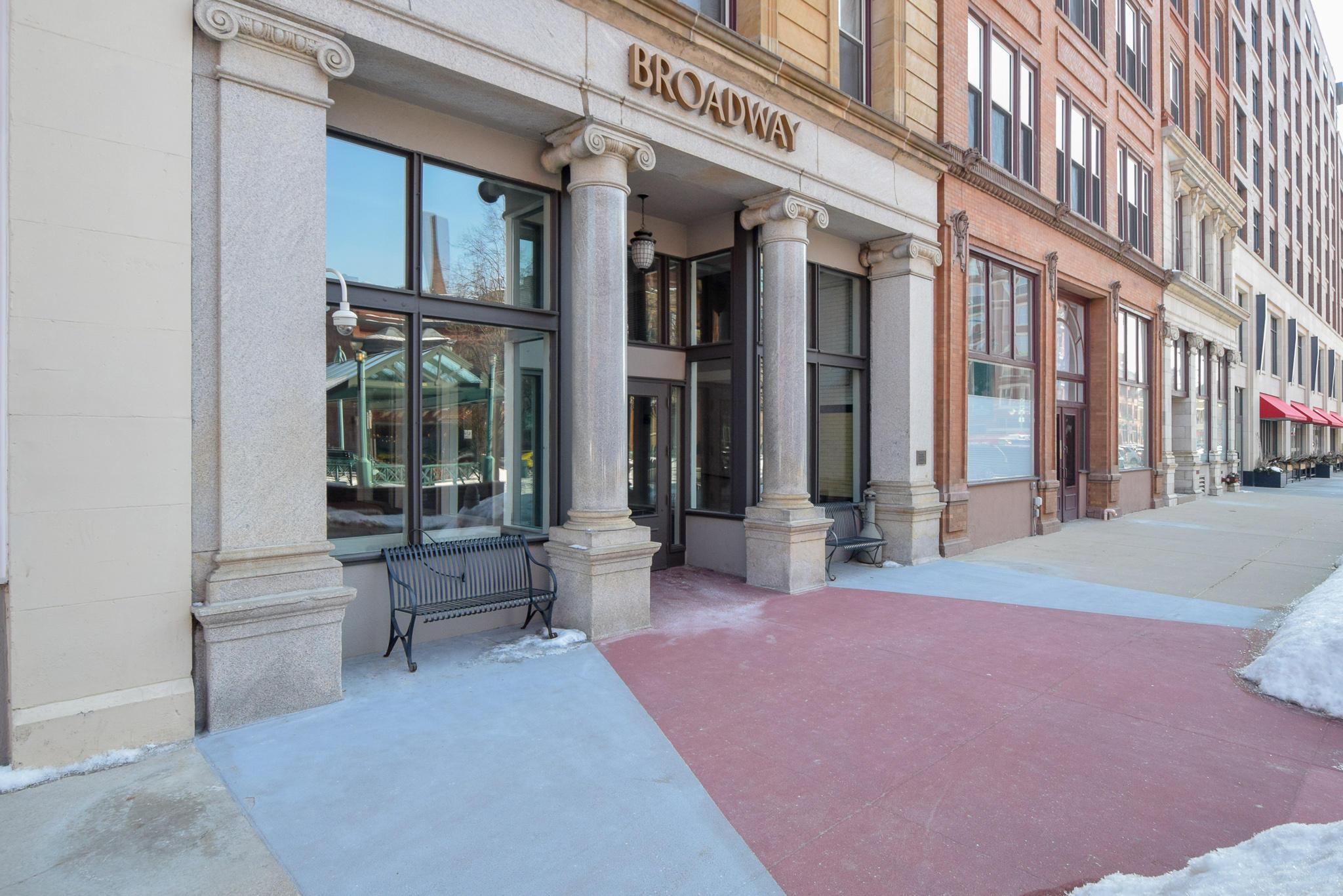 234 Broadway, Milwaukee, Wisconsin 53202, 1 Bedroom Bedrooms, ,1 BathroomBathrooms,Condominiums,For Sale,Broadway,1,1623823