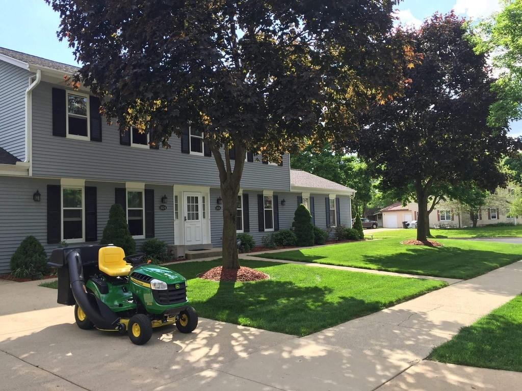 1824 Wolf Rd, Waukesha, Wisconsin 53186, 3 Bedrooms Bedrooms, 7 Rooms Rooms,2 BathroomsBathrooms,Two-Family,For Sale,Wolf Rd,2,1623993