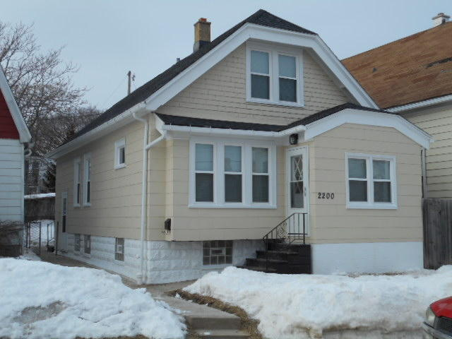2200 Middlemass St, Milwaukee, Wisconsin 53215, 4 Bedrooms Bedrooms, 10 Rooms Rooms,1 BathroomBathrooms,Single-Family,For Sale,Middlemass St,1623999
