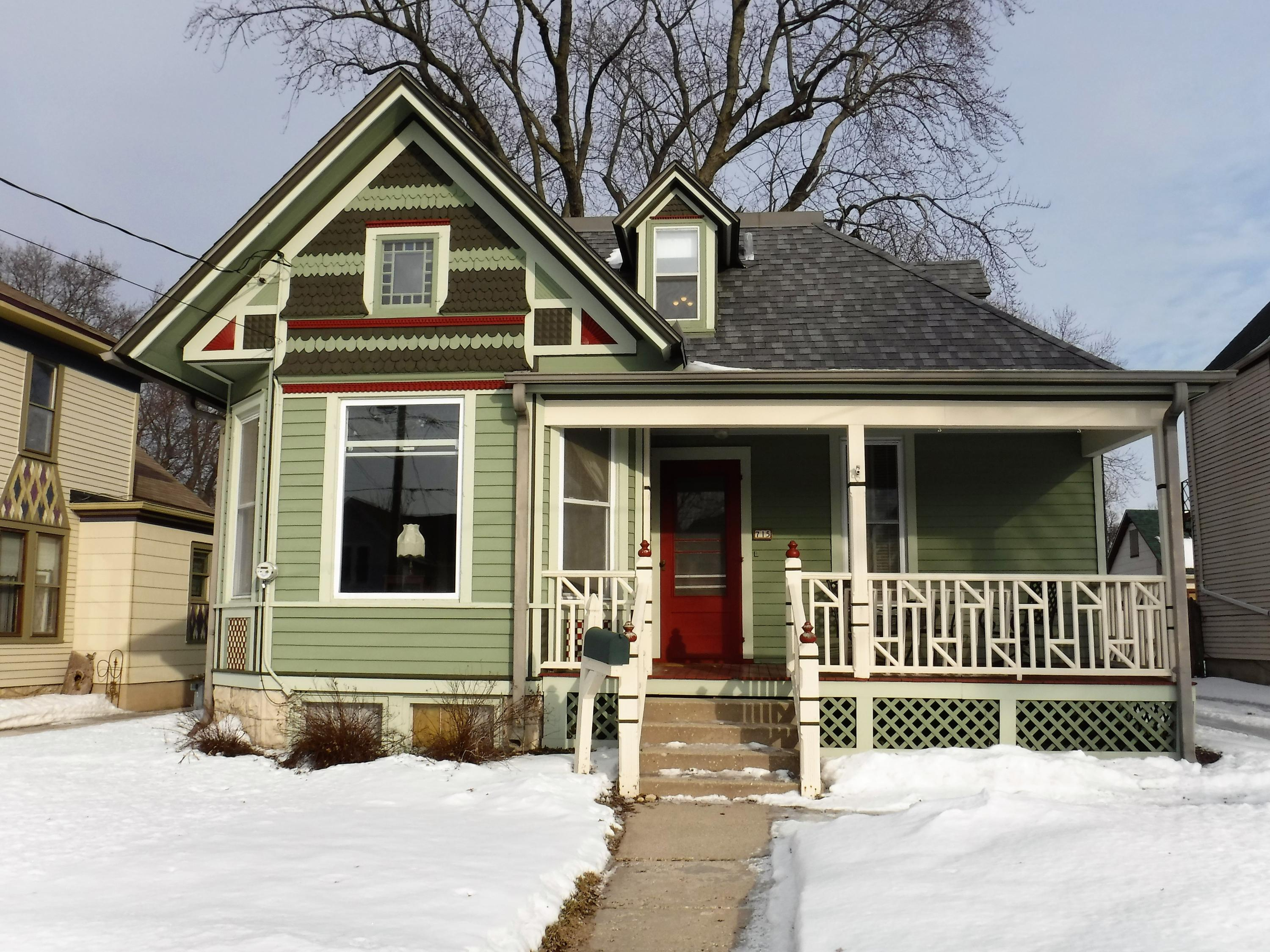 715 Oakland Ave, Waukesha, Wisconsin 53186, 3 Bedrooms Bedrooms, ,2 BathroomsBathrooms,Single-Family,For Sale,Oakland Ave,1624293
