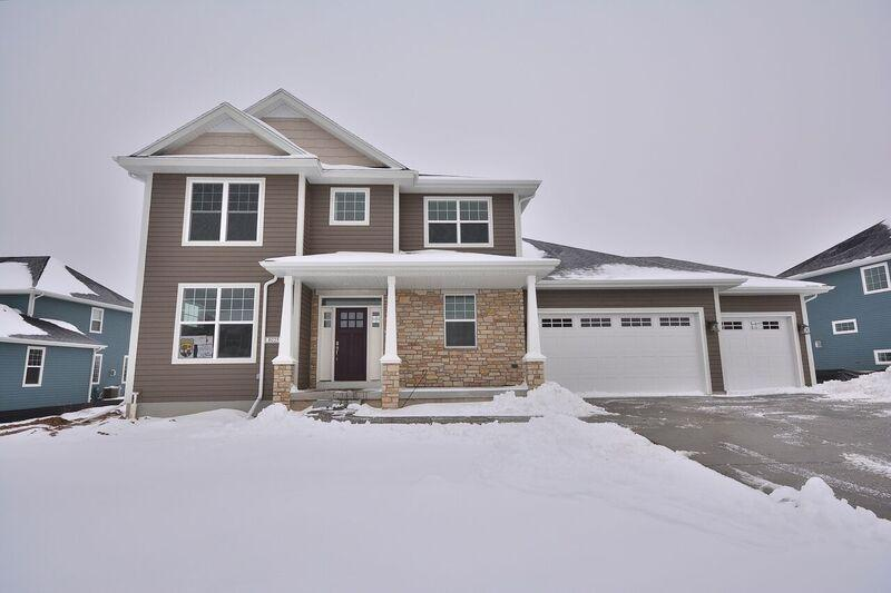 8025 W Mourning Dove Ln Mequon, WI 53097 Property Image