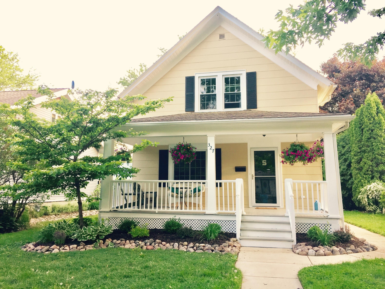 327 3rd St, Oconomowoc, Wisconsin 53066, 3 Bedrooms Bedrooms, ,1 BathroomBathrooms,Single-Family,For Sale,3rd St,1624187