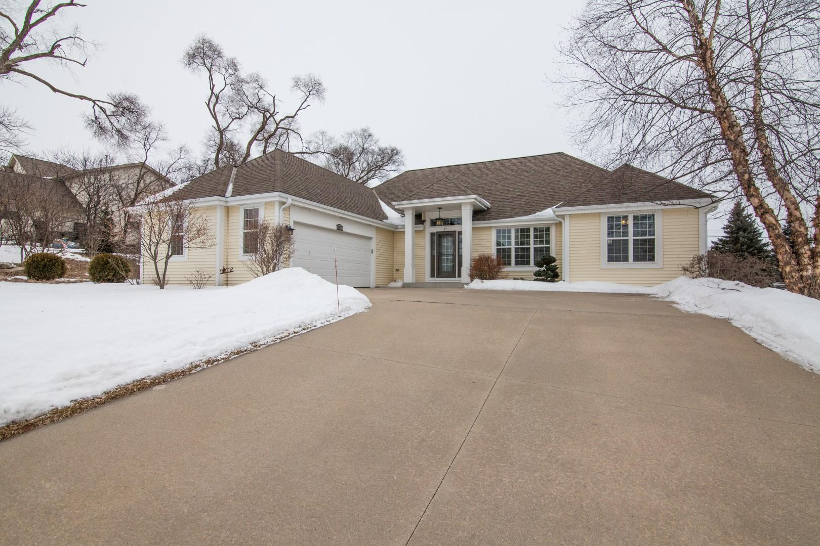 1417 Clearwater Dr, Oconomowoc, Wisconsin 53066, 3 Bedrooms Bedrooms, 10 Rooms Rooms,2 BathroomsBathrooms,Single-Family,For Sale,Clearwater Dr,1624494
