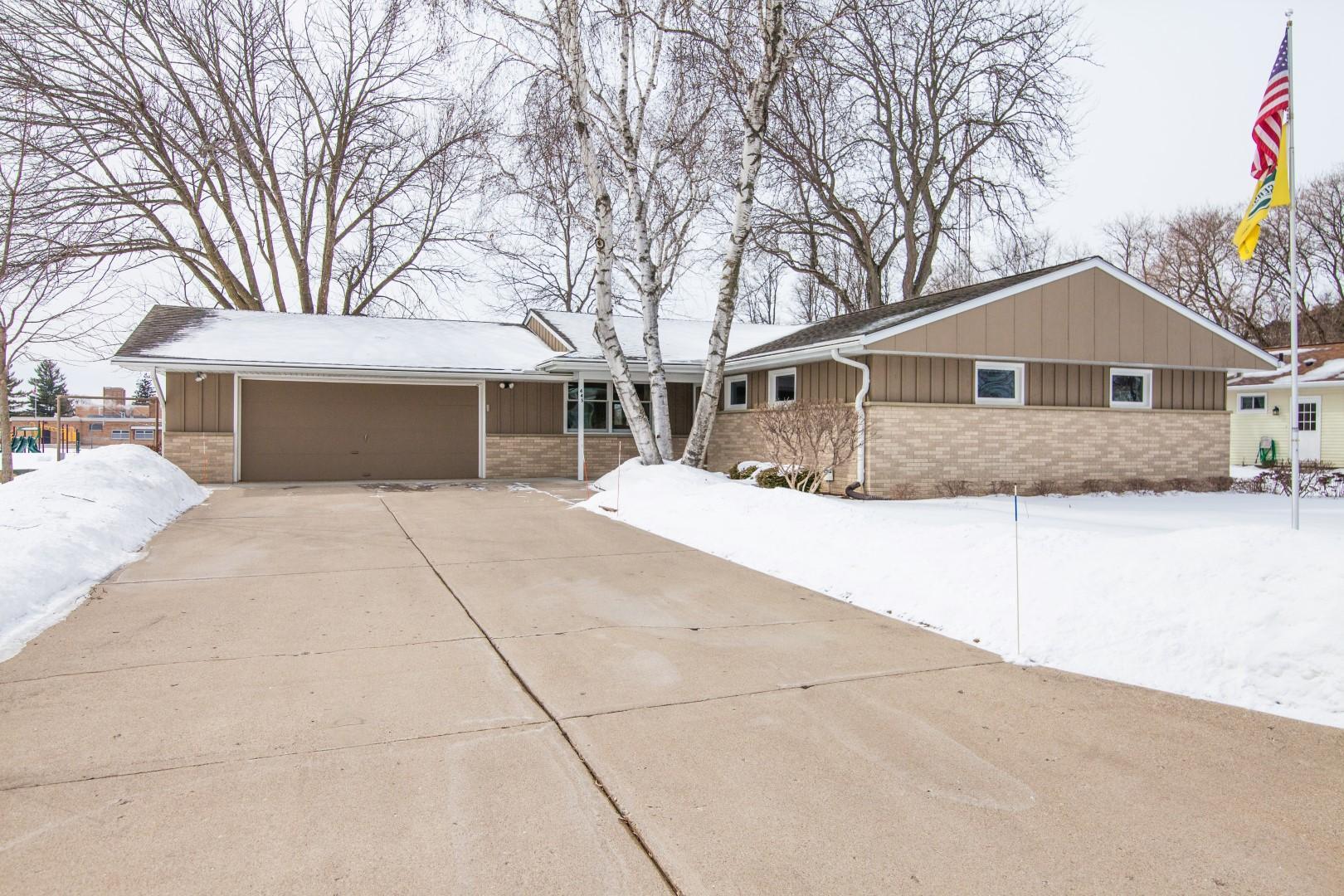 445 Harvard St, Oconomowoc, Wisconsin 53066, 3 Bedrooms Bedrooms, 7 Rooms Rooms,2 BathroomsBathrooms,Single-Family,For Sale,Harvard St,1624439