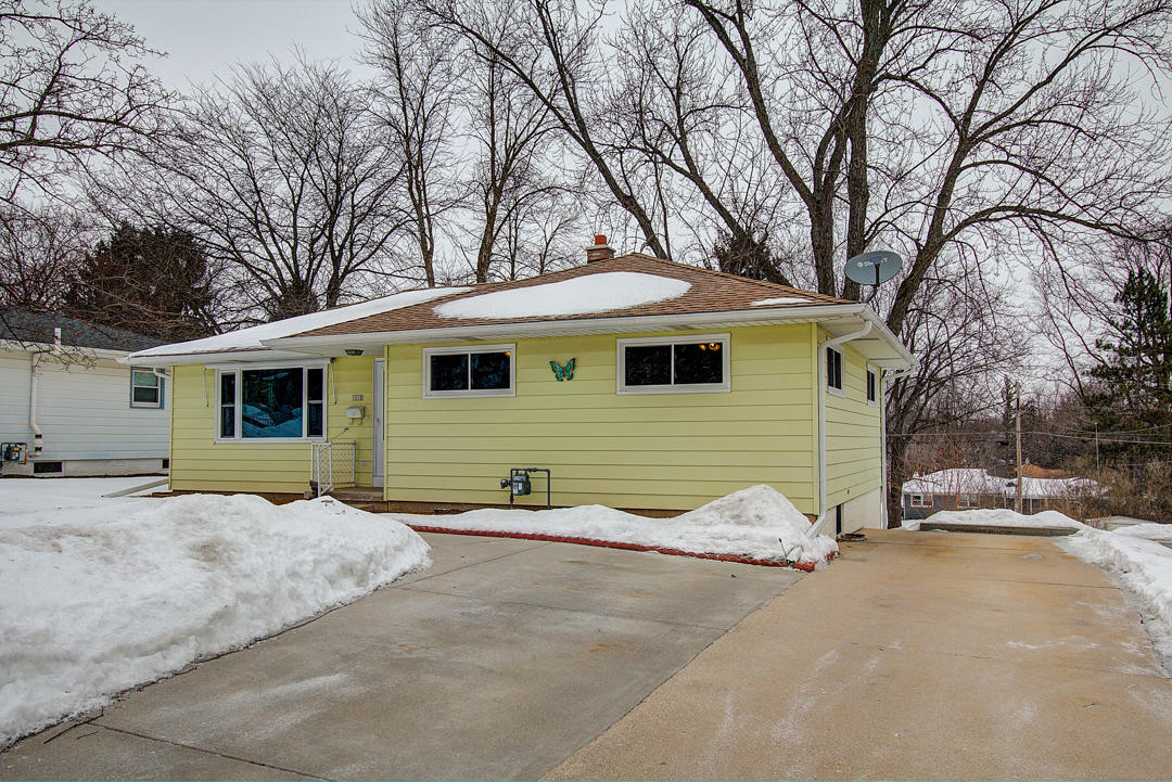 1012 Summit Ave, Waukesha, Wisconsin 53188, 3 Bedrooms Bedrooms, 5 Rooms Rooms,2 BathroomsBathrooms,Single-Family,For Sale,Summit Ave,1624478