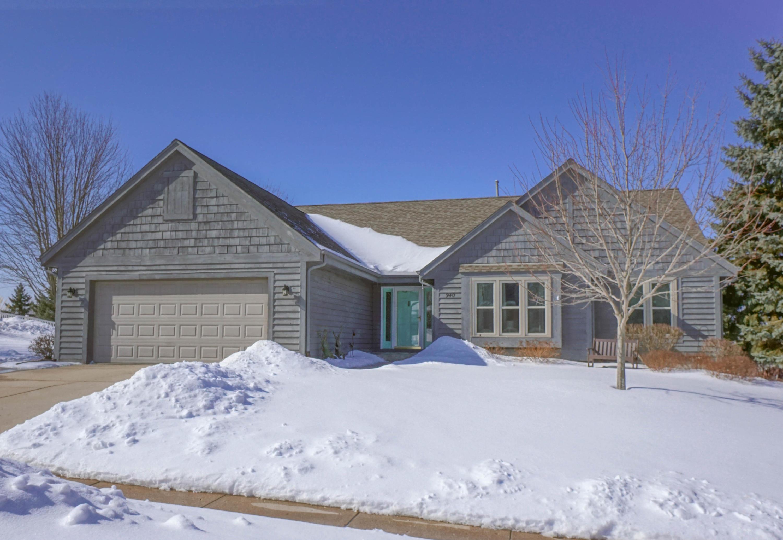 940 Bartlett Dr, Oconomowoc, Wisconsin 53066, 4 Bedrooms Bedrooms, 8 Rooms Rooms,3 BathroomsBathrooms,Single-Family,For Sale,Bartlett Dr,1624466