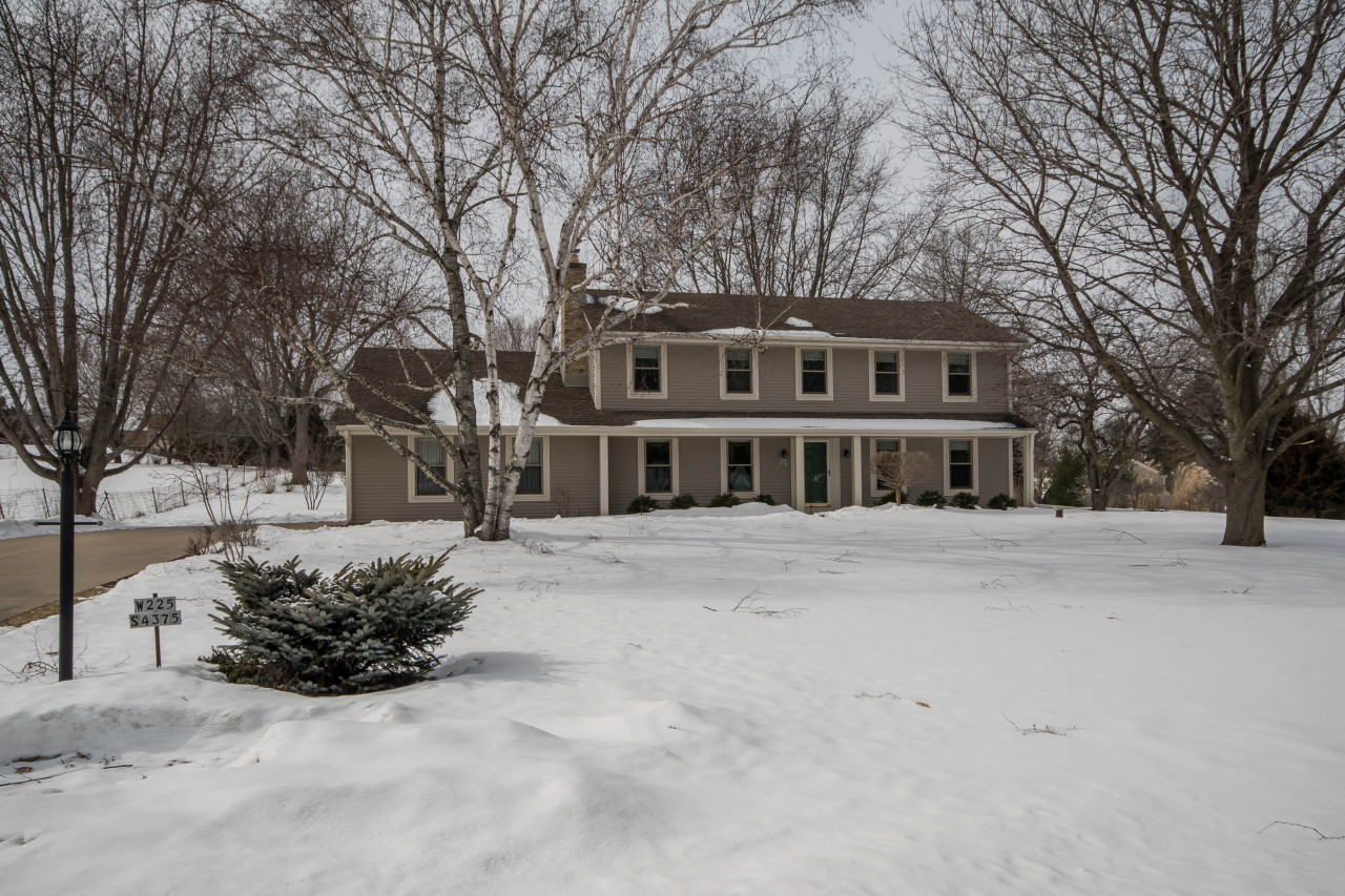 W225S4375 Guthrie Rd, Waukesha, Wisconsin 53189, 4 Bedrooms Bedrooms, 8 Rooms Rooms,3 BathroomsBathrooms,Single-Family,For Sale,Guthrie Rd,1624537