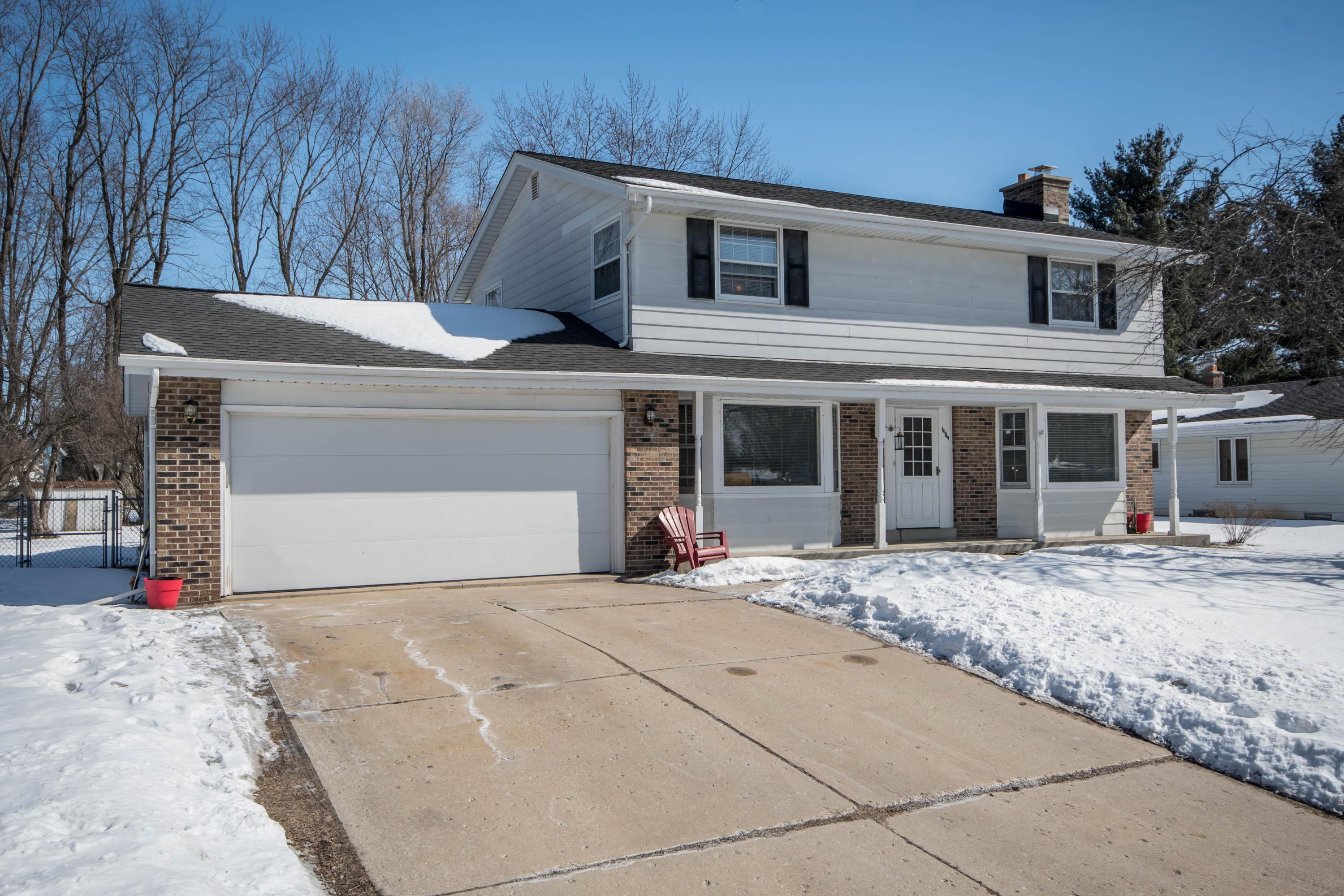 1609 Chapman Dr, Waukesha, Wisconsin 53189, 4 Bedrooms Bedrooms, 8 Rooms Rooms,1 BathroomBathrooms,Single-Family,For Sale,Chapman Dr,1624939