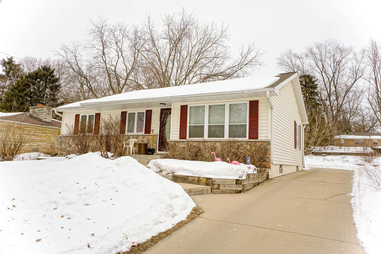 1325 Garfield Ave, Waukesha, Wisconsin 53186, 3 Bedrooms Bedrooms, ,2 BathroomsBathrooms,Single-Family,For Sale,Garfield Ave,1625069