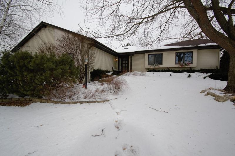 3126 Rolling Ridge Dr, Waukesha, Wisconsin 53188, 3 Bedrooms Bedrooms, ,2 BathroomsBathrooms,Single-Family,For Sale,Rolling Ridge Dr,1624610