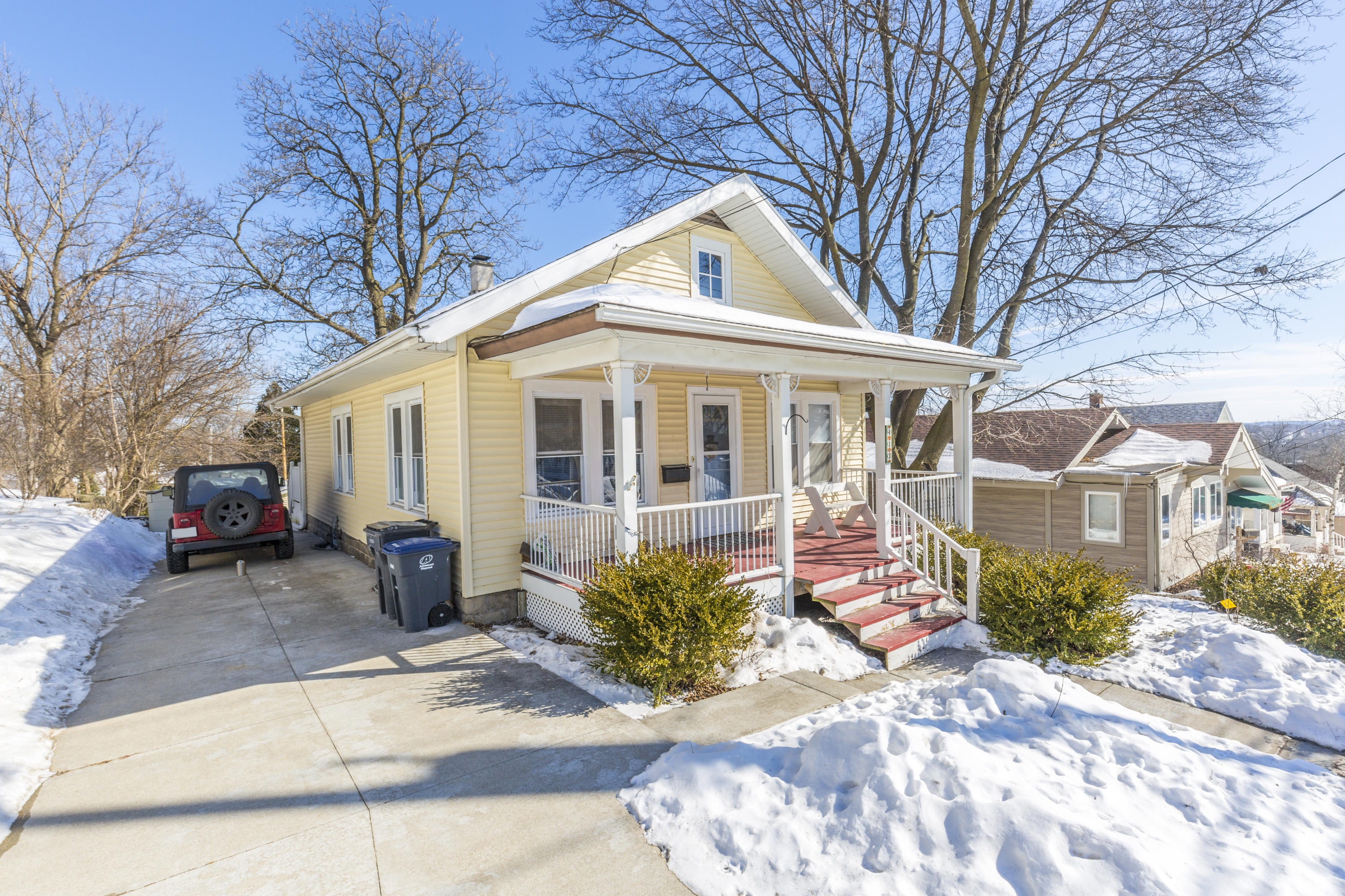 413 Fairview Ave, Waukesha, Wisconsin 53188, 2 Bedrooms Bedrooms, 5 Rooms Rooms,1 BathroomBathrooms,Single-Family,For Sale,Fairview Ave,1625640