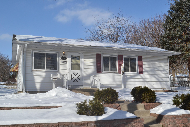 2020 Garven Ct, Waukesha, Wisconsin 53188, 3 Bedrooms Bedrooms, 6 Rooms Rooms,1 BathroomBathrooms,Single-Family,For Sale,Garven Ct,1625306