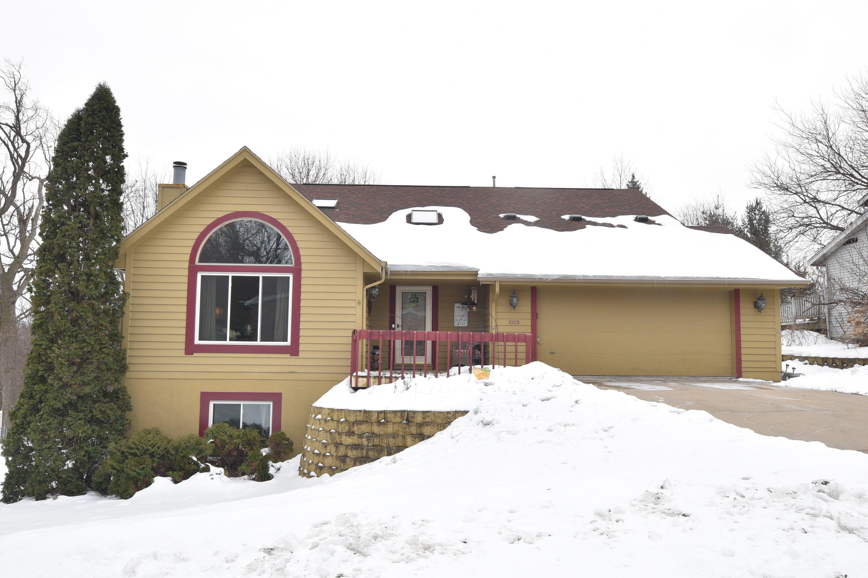 1003 Larchmont Dr, Waukesha, Wisconsin 53186, 3 Bedrooms Bedrooms, 9 Rooms Rooms,2 BathroomsBathrooms,Single-Family,For Sale,Larchmont Dr,1625458