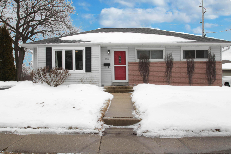 1619 Birch Dr, Waukesha, Wisconsin 53188, 3 Bedrooms Bedrooms, ,1 BathroomBathrooms,Single-Family,For Sale,Birch Dr,1625929
