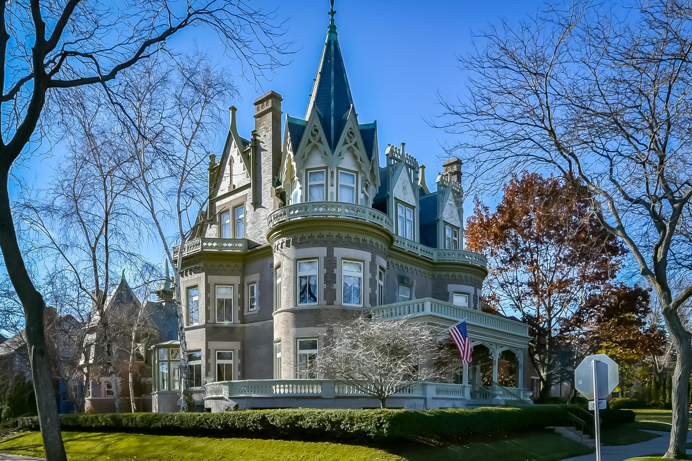 2727 Newberry Blvd, Milwaukee, Wisconsin 53211, 7 Bedrooms Bedrooms, 17 Rooms Rooms,3 BathroomsBathrooms,Single-Family,For Sale,Newberry Blvd,1626045