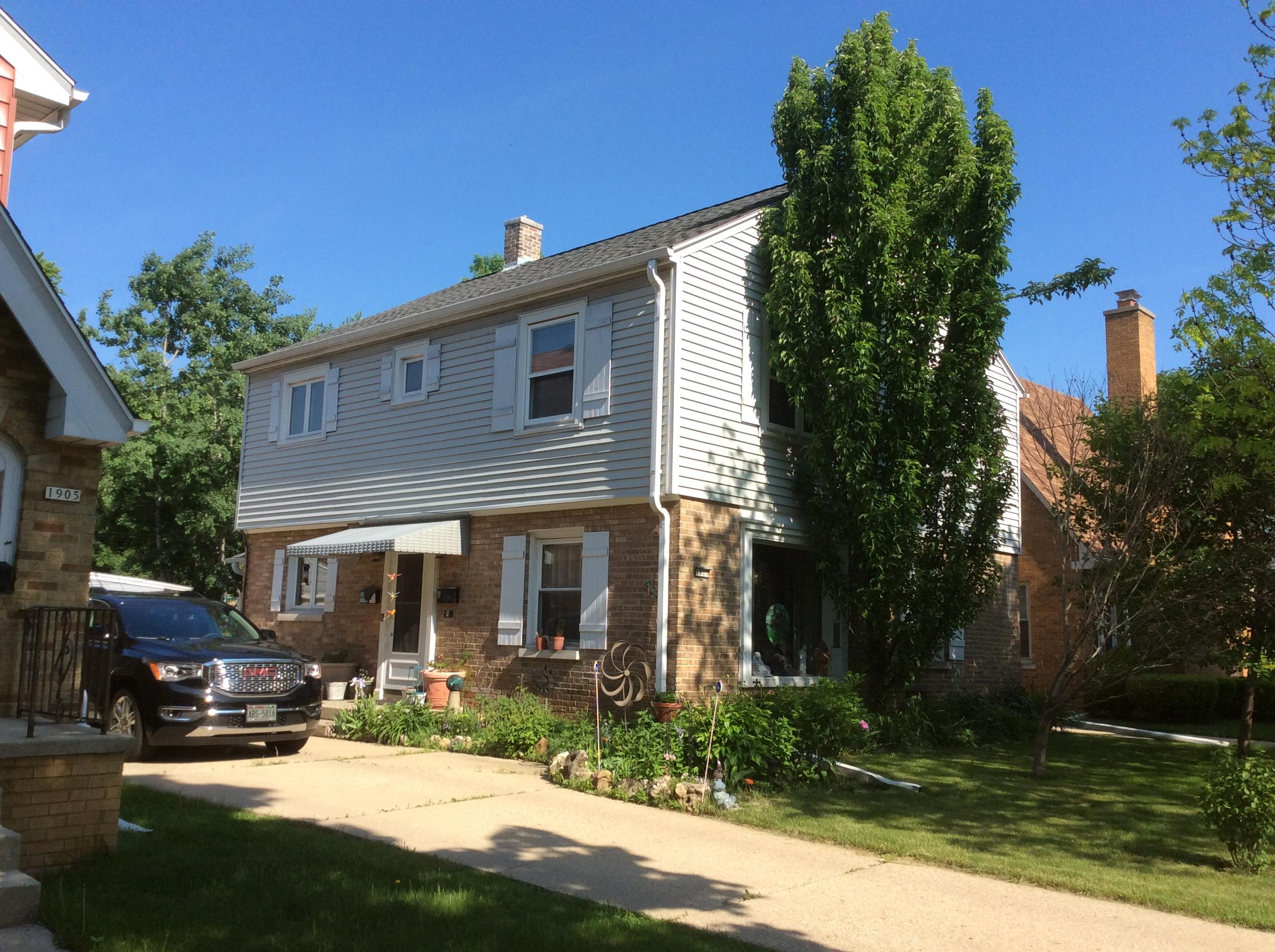 1909 N 85th St #upper Wauwatosa, WI 53226 Property Image
