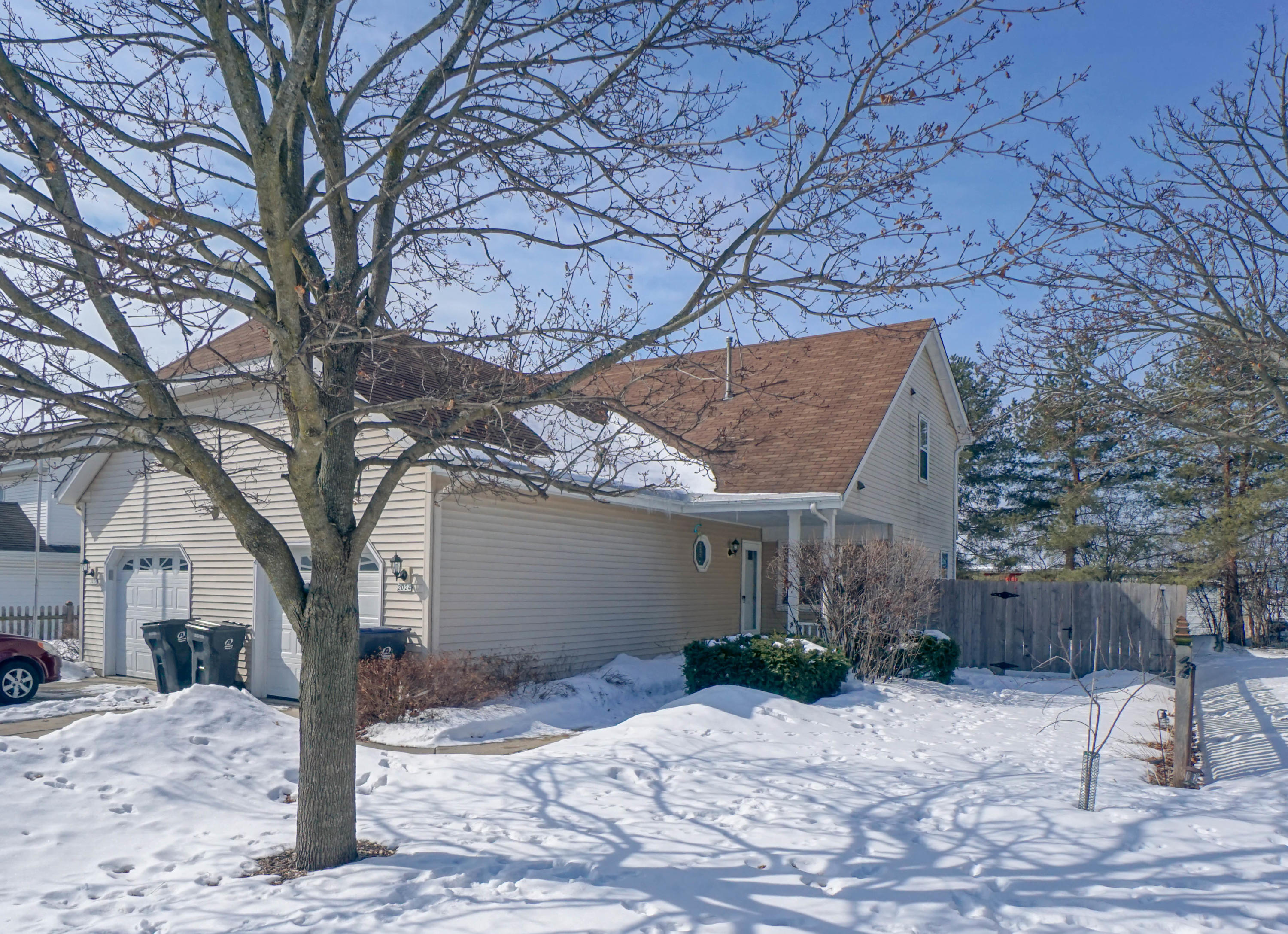 2024 Madera St, Waukesha, Wisconsin 53189, 2 Bedrooms Bedrooms, 5 Rooms Rooms,1 BathroomBathrooms,Two-Family,For Sale,Madera St,1,1626281