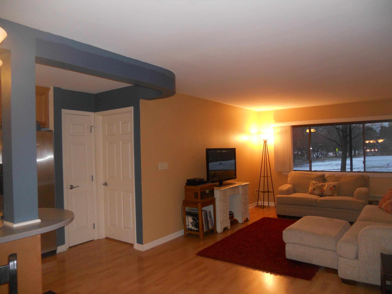 1108 Milwaukee St, Milwaukee, Wisconsin 53202, 2 Bedrooms Bedrooms, 5 Rooms Rooms,2 BathroomsBathrooms,Condominiums,For Sale,Milwaukee St,1,1626410