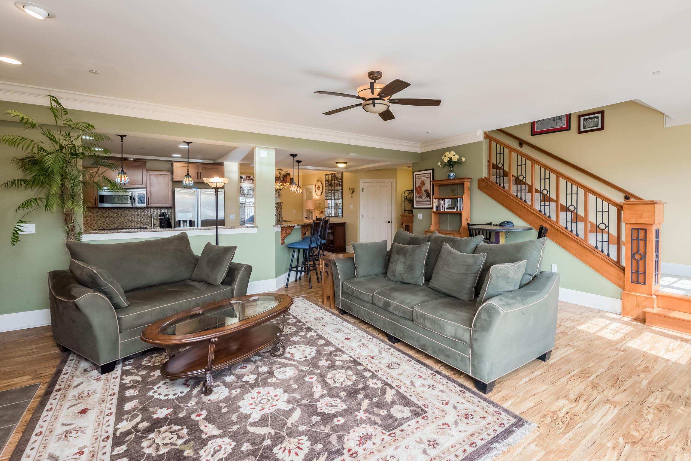 822 Hamilton St, Milwaukee, Wisconsin 53202, 3 Bedrooms Bedrooms, ,2 BathroomsBathrooms,Condominiums,For Sale,Hamilton St,1,1628323