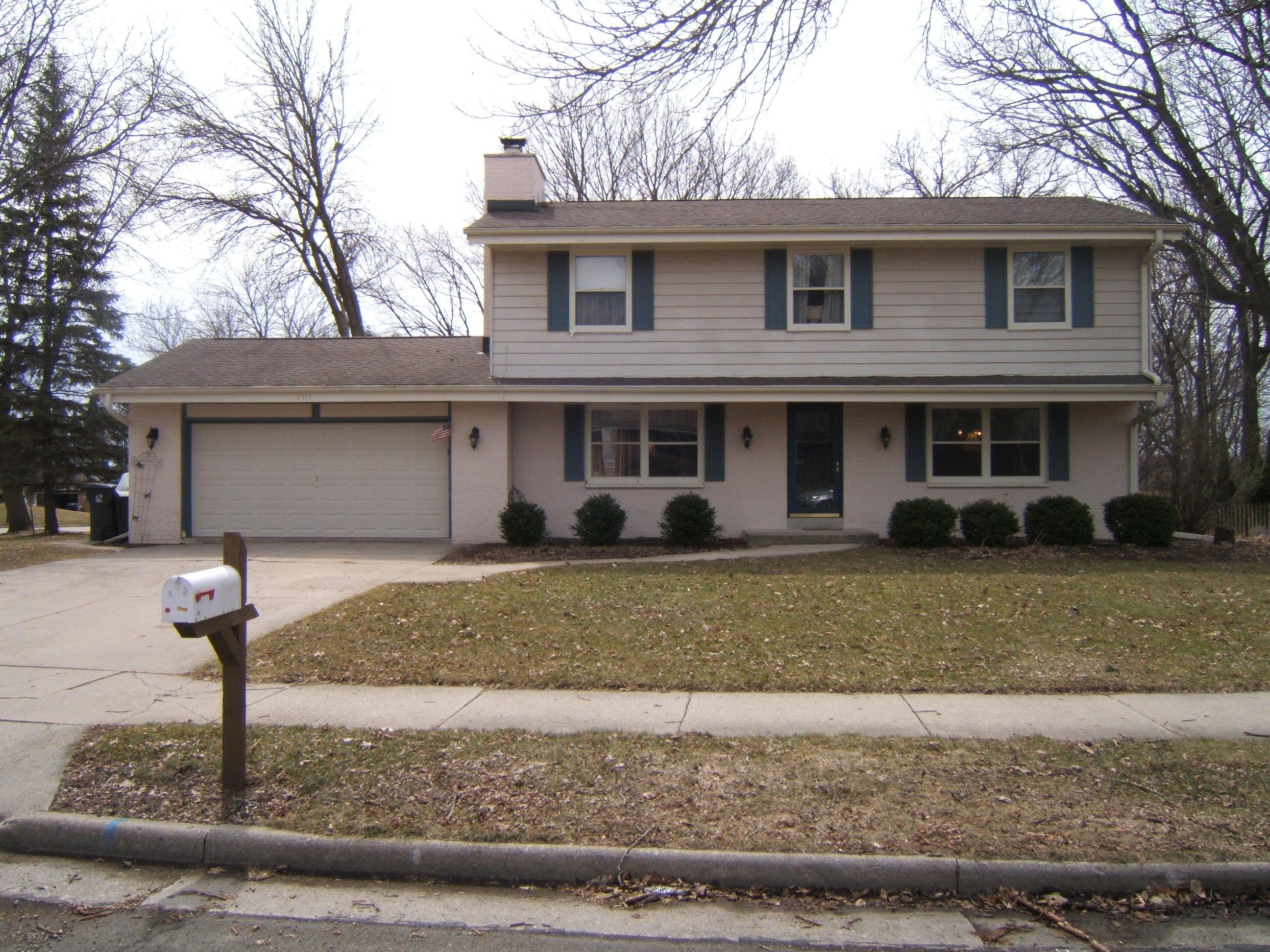 2313 Pendleton Pl, Waukesha, Wisconsin 53188, 4 Bedrooms Bedrooms, 9 Rooms Rooms,2 BathroomsBathrooms,Single-Family,For Sale,Pendleton Pl,1629178