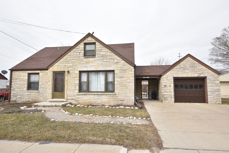 W232N6201 Waukesha Ave, Sussex, Wisconsin 53089, 3 Bedrooms Bedrooms, ,2 BathroomsBathrooms,Single-Family,For Sale,Waukesha Ave,1629812